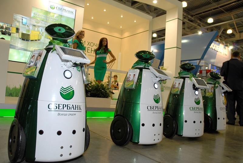 Роботы прекрасные промоутеры на выставке